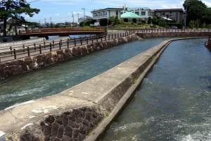 高梁川東西用水組合用水路