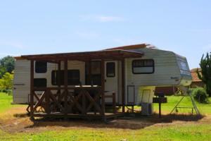チロリン村キャンプグランドートレーラーハウスー