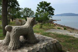 犬の彫刻ー犬島キャンプ場ー