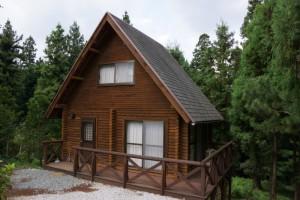 弥高山公園キャンプ場ー林間別荘ー