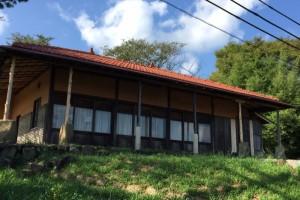 赤屋根のアトリエー牛窓オリーブ園ー