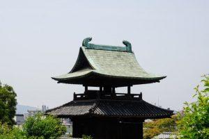 鶴形山の鐘楼ー阿智神社参道よりー