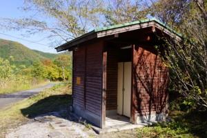 高瀬湖畔オートキャンプ場ートイレ棟ー