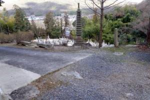 高麗寺仁王門跡礎石ー吉備の中山ー