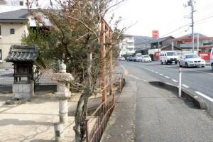 燈籠と国道180号線ー旧山陽道板倉宿