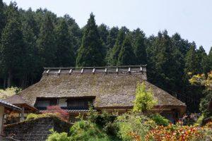 茅葺き屋根の家ー大高下ふるさと村ー