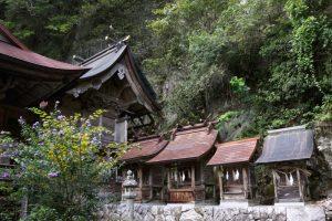 本殿と末社ー穴門山神社ー