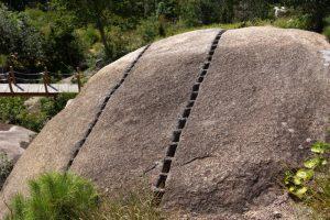 矢穴のある巨大石盤ー大坂城築城残石群ー