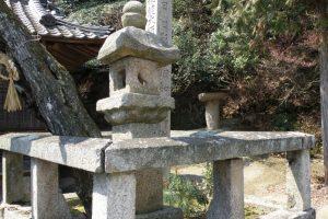 白石島の石燈籠ー開龍寺ー