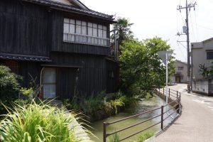 西大寺西川沿いの家