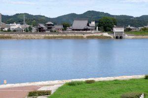 西大寺観音院と吉井川