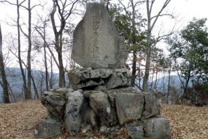 天神山城本丸跡石碑