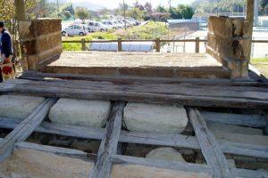 田原用水の石の懸樋との接続部の状態