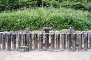 津田永忠夫妻墓