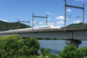 新幹線と吉井川ーおさふねサービスエリア横ー