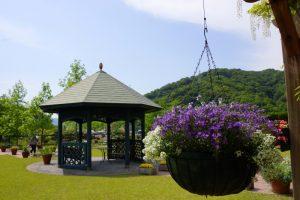 ガゼボとバスケットー深山イギリス庭園ー