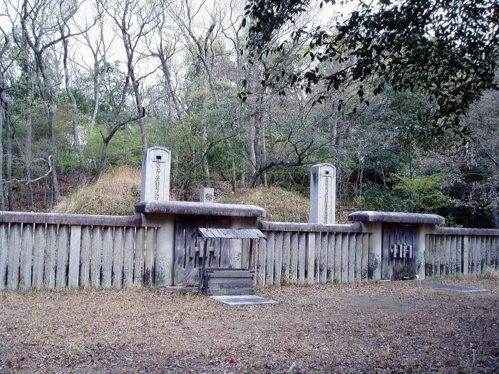 池田光政夫妻の墓