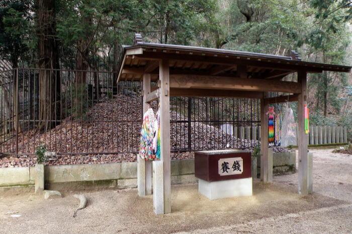拝殿と神座ー田倉牛神社ー