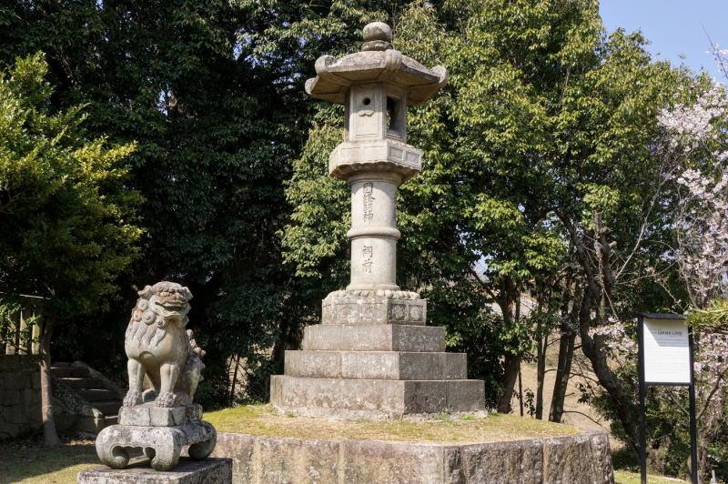 国鉾神社石灯籠