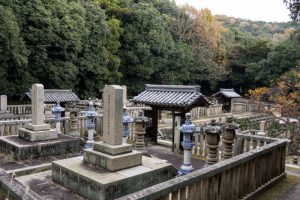 池田家曹源寺正覚谷墓所