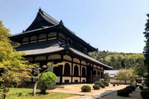 新緑の本堂ー曹源寺ー