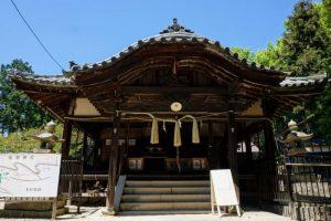 布施神社拝殿