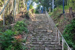 宗形神社参道ー亀山城跡ー
