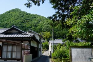 虎倉城跡登り口ー三十番神社ー