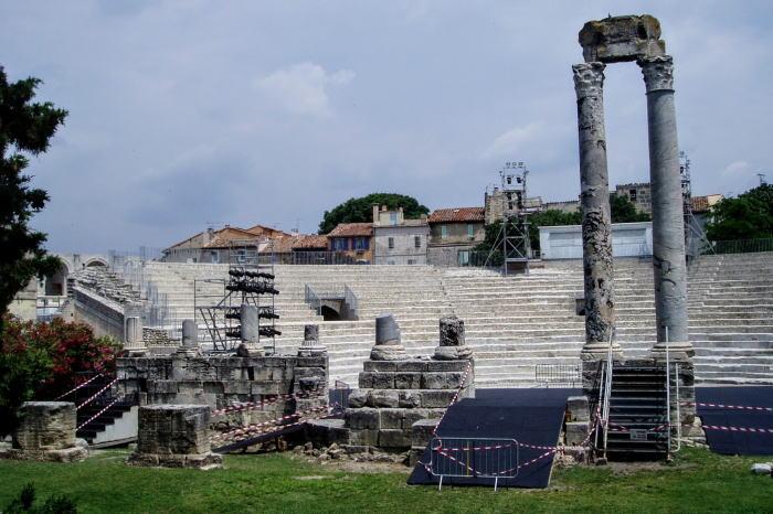 アルルの古代劇場跡