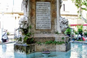 市役所前広場の泉