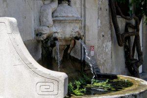 ノストラダムスの泉ーカルノー通りー