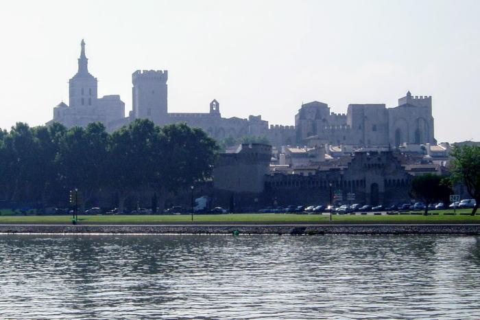 法王庁宮殿ーローヌ川河畔よりー