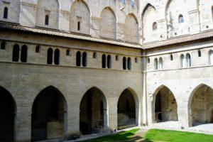 法王庁中庭
