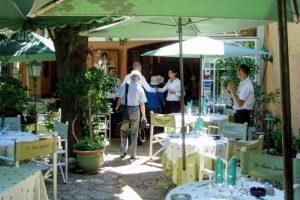 旧市街のレストランーサン・レミ・ド・プロヴァンスー