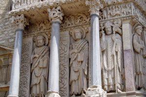 サン・トロフィーム教会の彫刻