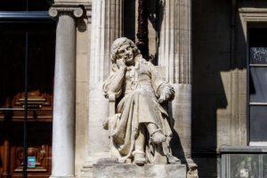 オペラ劇場の彫刻ーアヴィニョンー