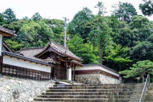客殿の門ー本山寺ー