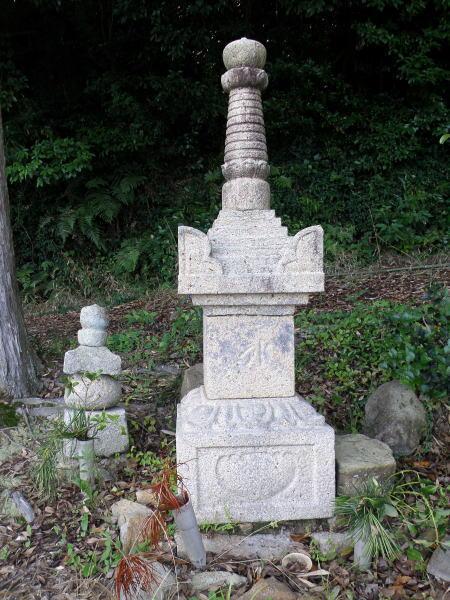 石造宝篋印塔ー仏教寺ー