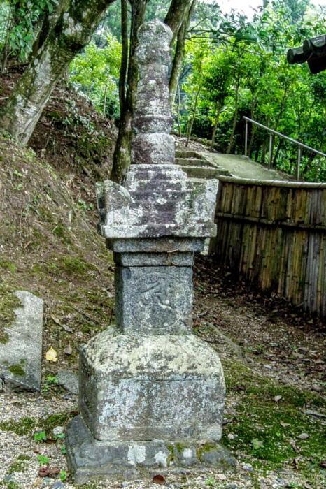 本山寺宝篋印塔ー岡山県指定重要文化財ー