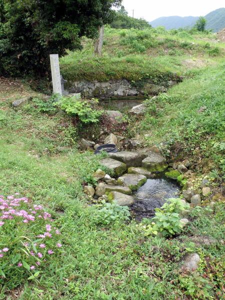 鏡の州用水湧水池