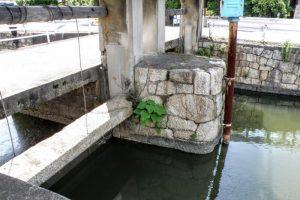 神崎川分水樋門石積
