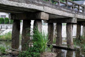 秀天橋の橋桁と橋脚