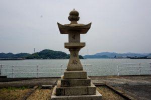 水門湾と石灯籠