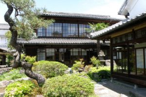 庭園と建物ー旧梶村家住宅ー