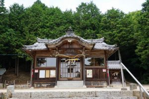 秦天神社拝殿