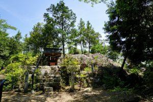 奥の院の磐座ー石上布都魂神社ー