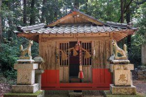 稲荷神社 拝殿ー宗形神社 是里ー
