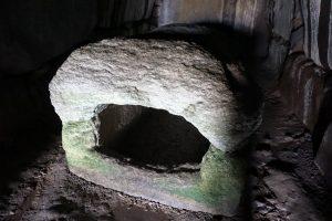 刳抜式家形石棺ー牟佐大塚古墳ー