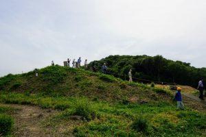 櫓台と曲輪ー南山城跡ー