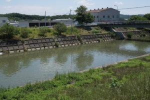 高松城水攻築堤趾から取水口方面